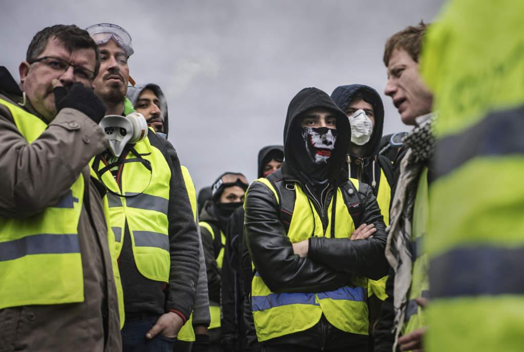 I tusental gav sig demonstranter från Gula västarna ut på gatorna i Paris och flera andra franska städer i början av december. Vad som började som en proteströrelse mot höjda bränsleskatter växte under hösten och vintern till en enorm våg av missnöje mot president Emmanuel Macron och hans politik.