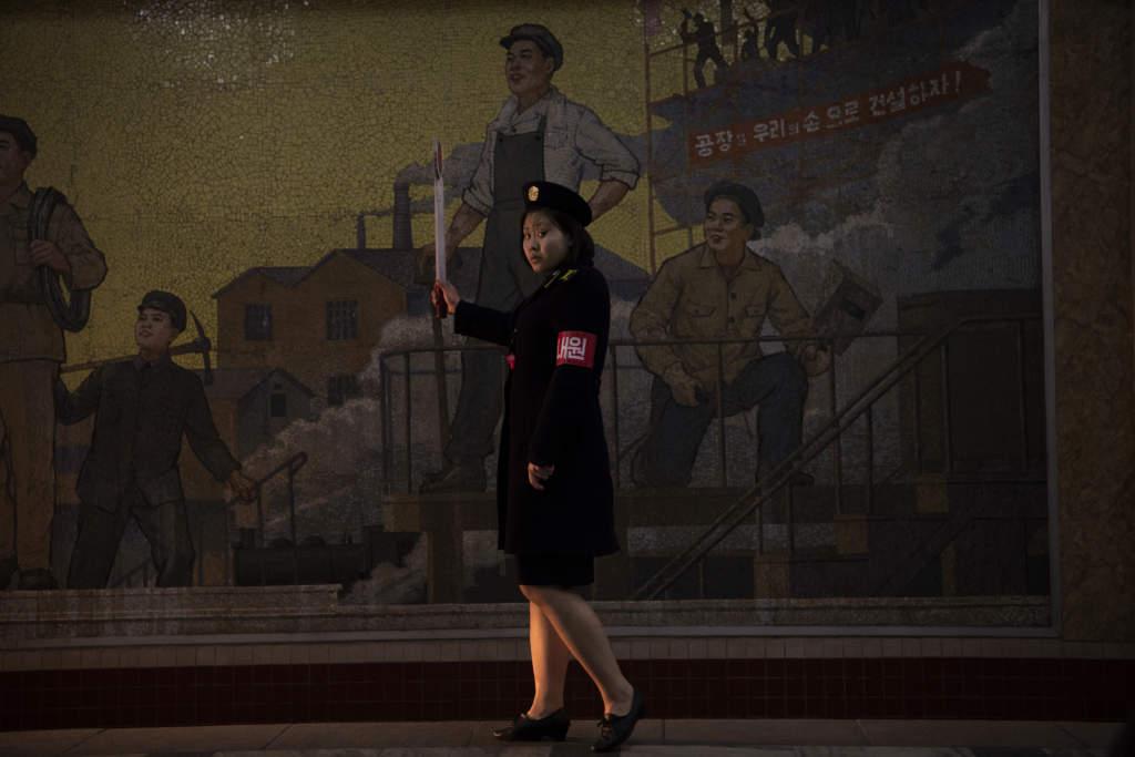 Tunnelbanan i Pyongyang består av två linjer. De går omkring 100 meter under jord, vilket gör att stationerna kan användas som skyddsrum i händelse av krig.