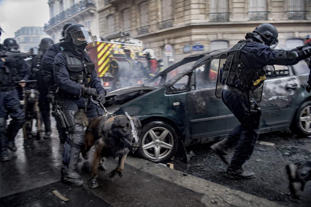 Över 2 000 personer greps eller förhördes av polis i samband med demonstrationerna i Paris.