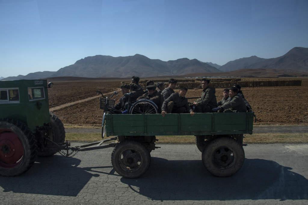 Att färdas på den nordkoreanska landsbygden är som att kastas 100 år tillbaka i tiden.